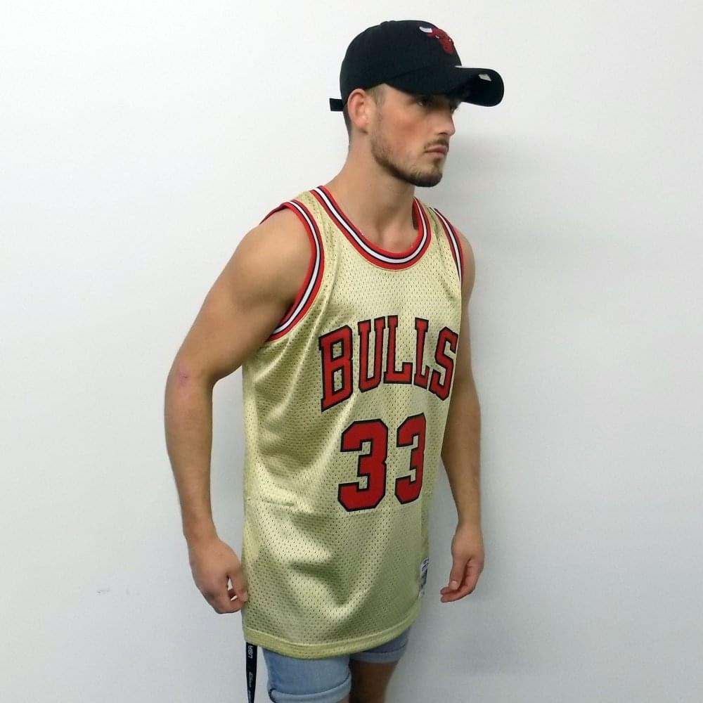 timeless design 5042f 0984a NBA Chicago Bulls Scottie Pippen 1997-98 Swingman Jersey Gold