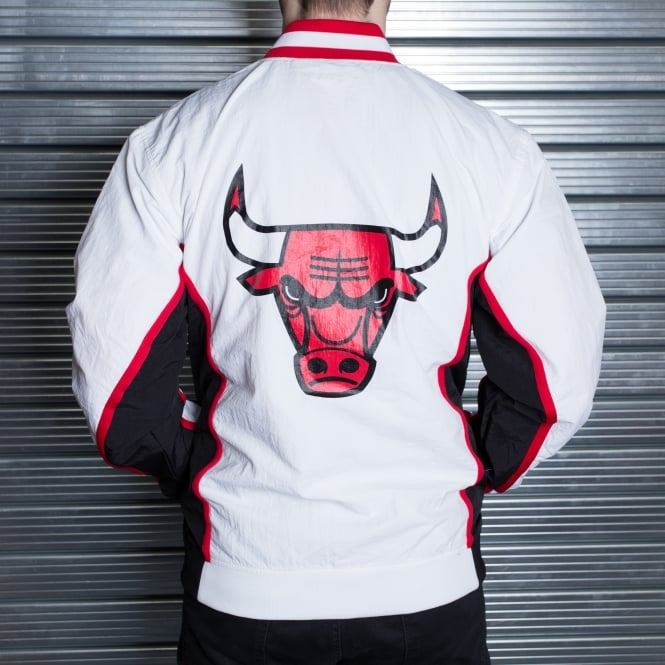 1eb83e57717 Mitchell   Ness NBA Chicago Bulls White 1992-93 Authentic Warm Up Jacket