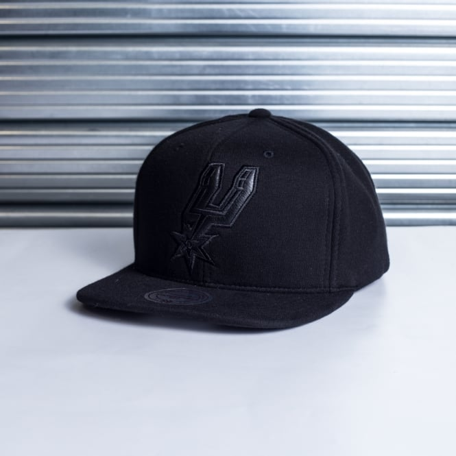 Mitchell & Ness NBA San Antonio Spurs Blackout Snapback