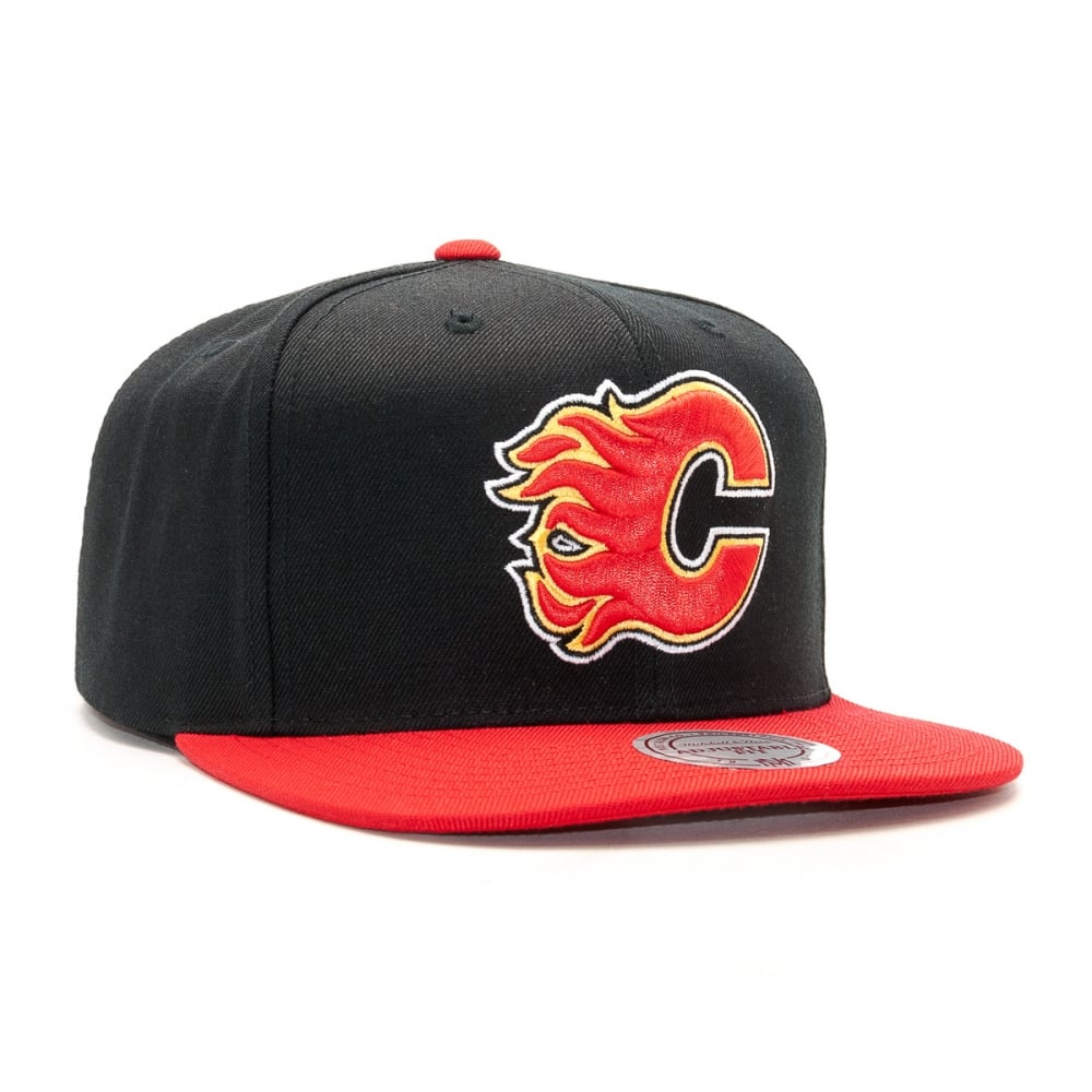 Mitchell   Ness NHL Calgary Flames 2017 Snapback Cap - Headwear from ... 90a2678287e